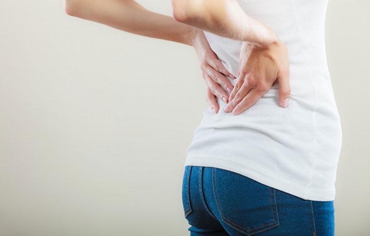 Боль внизу спины у женщин: причины и последствия