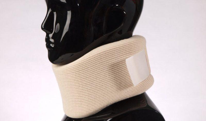 Ношение ортопедического воротника при шейном остеохондрозе
